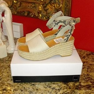 1017 Dolce Vita Lesly Wedge Sandals